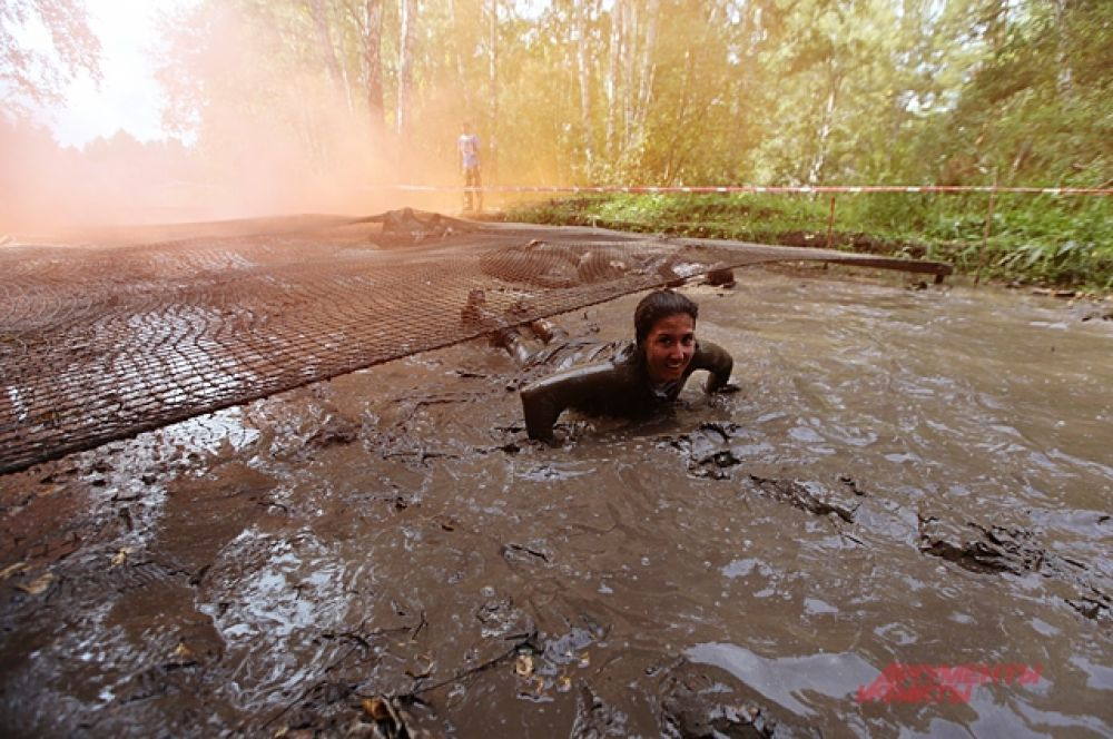 Грязевые ванны многие принимали с улыбкой. Когда ещё придётся поваляться в грязи.