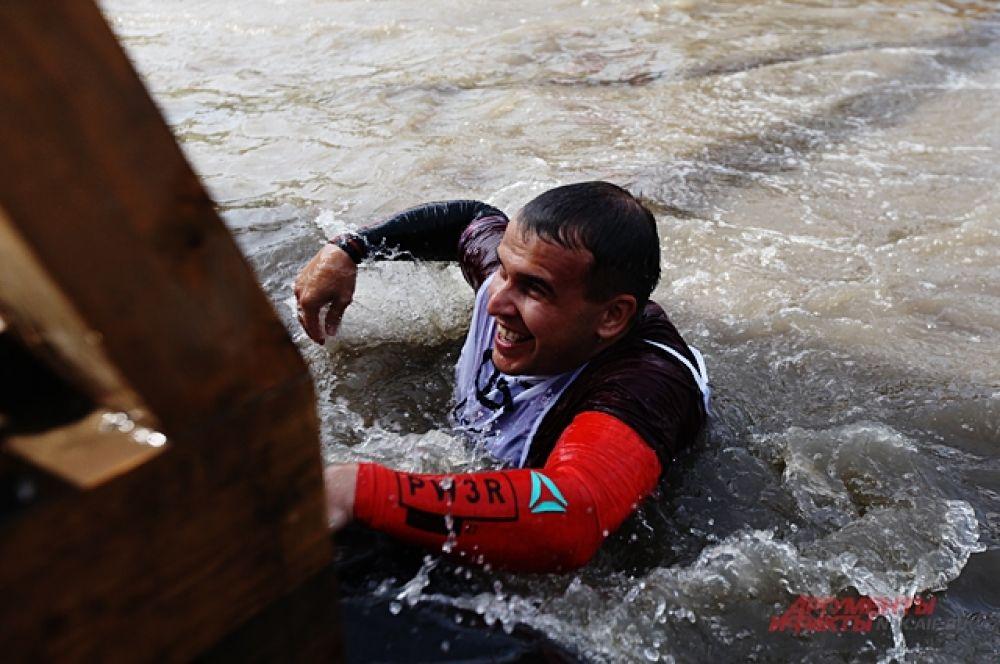 Каждый кто падал в воду испытывал шок. Температура воды была низкой и это тоже испытание, которое почти все прошли.