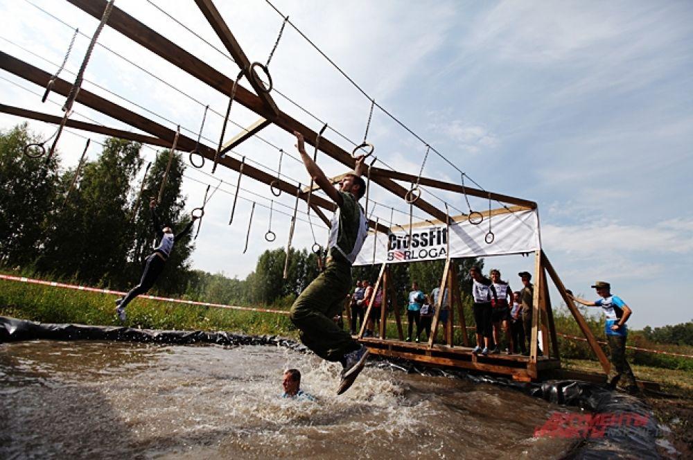 Некоторые препятствия казались простыми, но даже сильные мужчин не могли их пройти и падали.