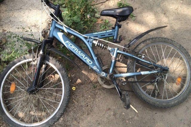 ВКрасноярске сбили велосипедиста, ехавшего по«зебре» накрасный