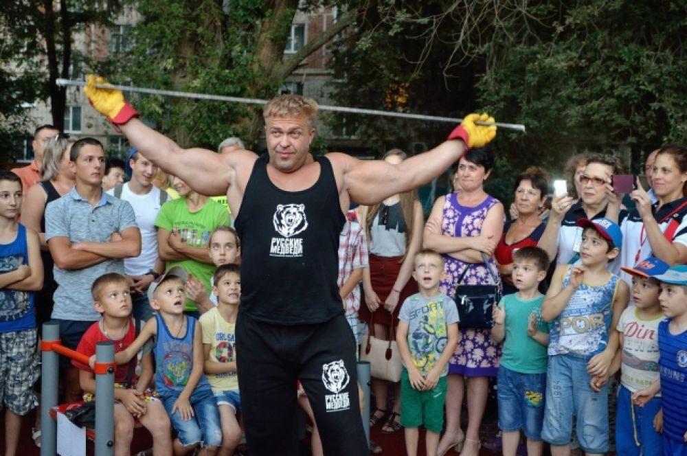 «Русские медведи» – интернациональная группа. Руководитель – Рауф Галлямов.