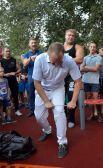 Предприниматель Владимир Брагин тоже показал свою силу.