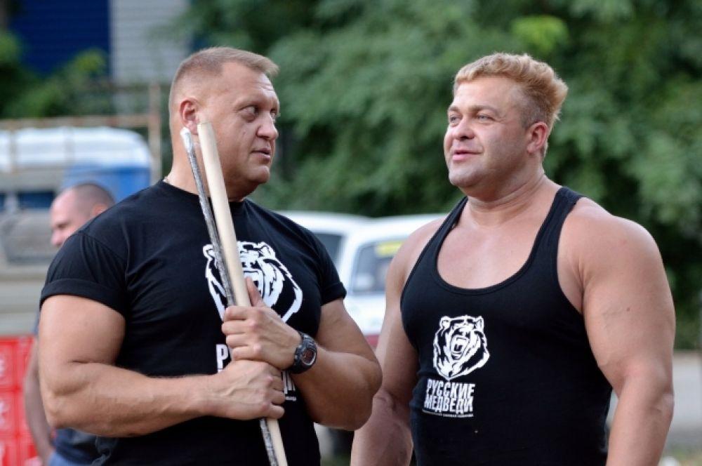 «Медведи» Алексей Бражкин и Александр Радаев недюжинной силы и немаленького роста.