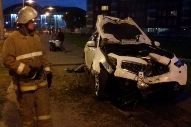 Шофёр сгорел всвоей машине после столкновения натрассе