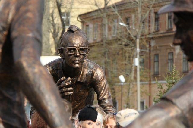 Памятник знаменитому земляку - одно из любимых мест горожан.
