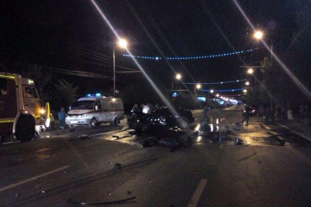 ВОренбурге напр.Гагарина «Мицубиши» врезался в грузовой автомобиль «Скания»