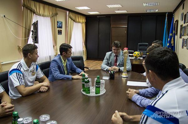 Глава министерства спрашивал о формате проведения европейского чепионата