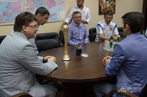 Министр молодежи и спорта решил лично поздравить сборную Украины по пляжному футболу