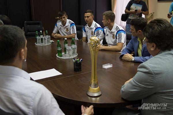 Роман Панчев, Максим Войток и Евгений Рябчук познакомились с министром