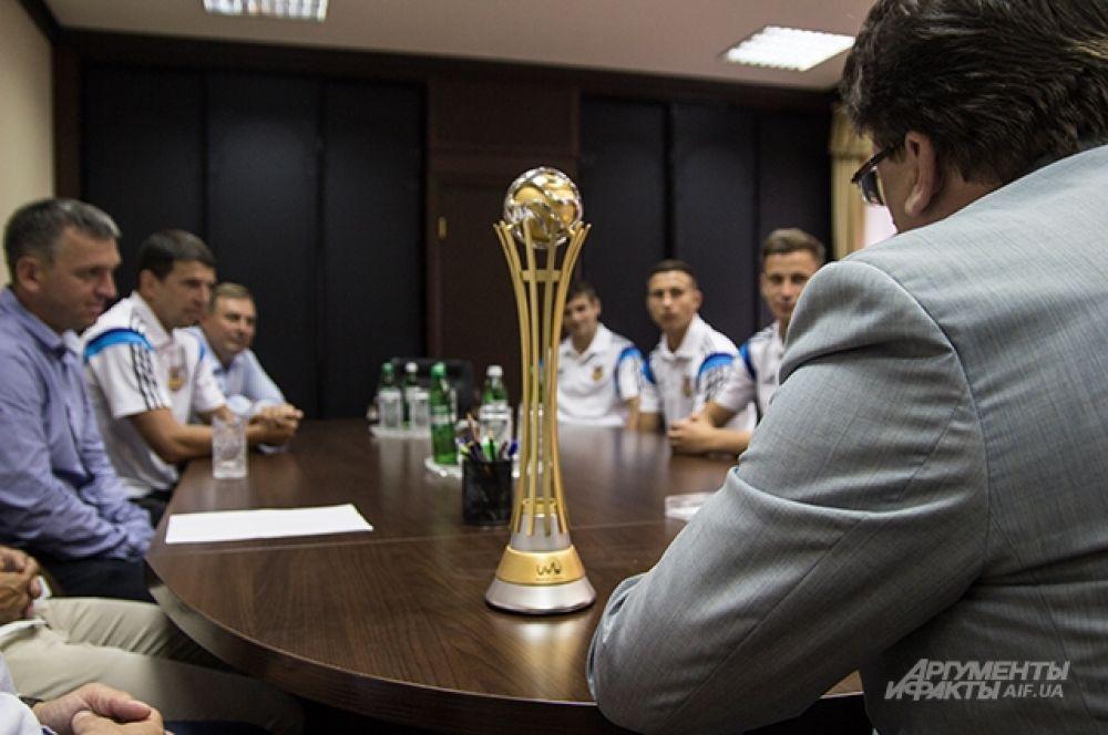 Министр внимательно слушал о результатах и планах украинцев