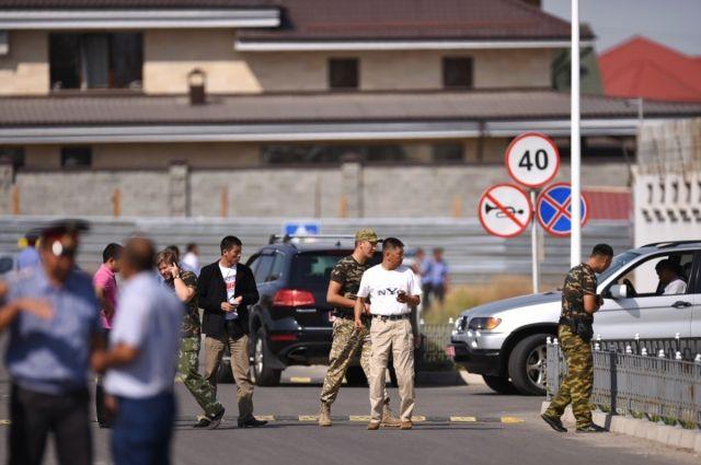 Смертник протаранил ворота китайского посольства— Теракт вКиргизии