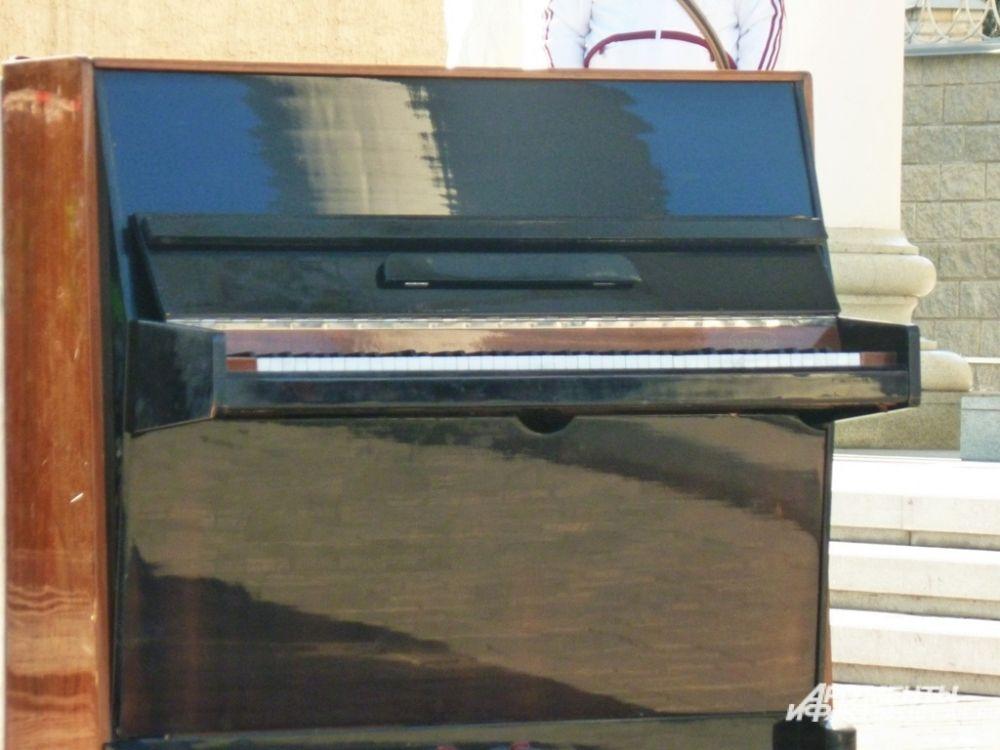 По словам Нигматуллина, пианино весит ровно 280 килограммов.