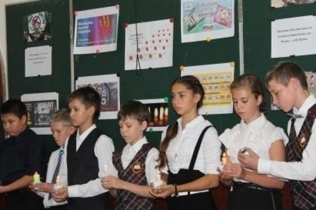 Школьные линейки, посвященные памяти жертв Беслана, стали традицией в приморских школах.