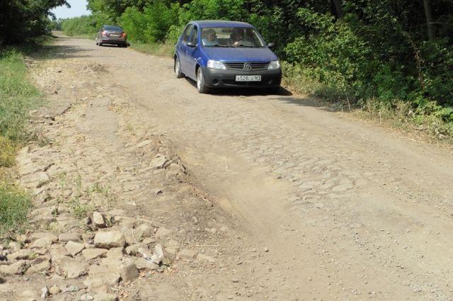 «Такие дороги - смерть для автомобиля», - говорят местные жители.