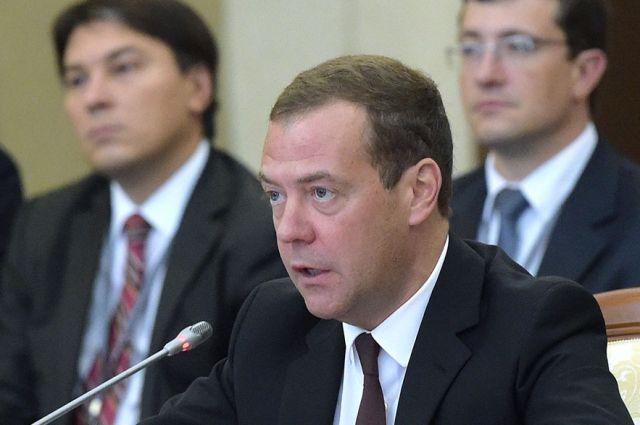 Медведев распорядился сделать в Российской Федерации пообразу иподобию «Википедии»