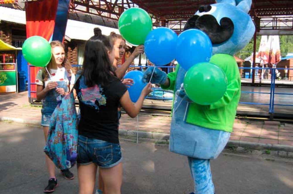 Ярким воздушным шарам от «Сибирских сетей» на Дне шахтёра радовались и взрослые, и дети.