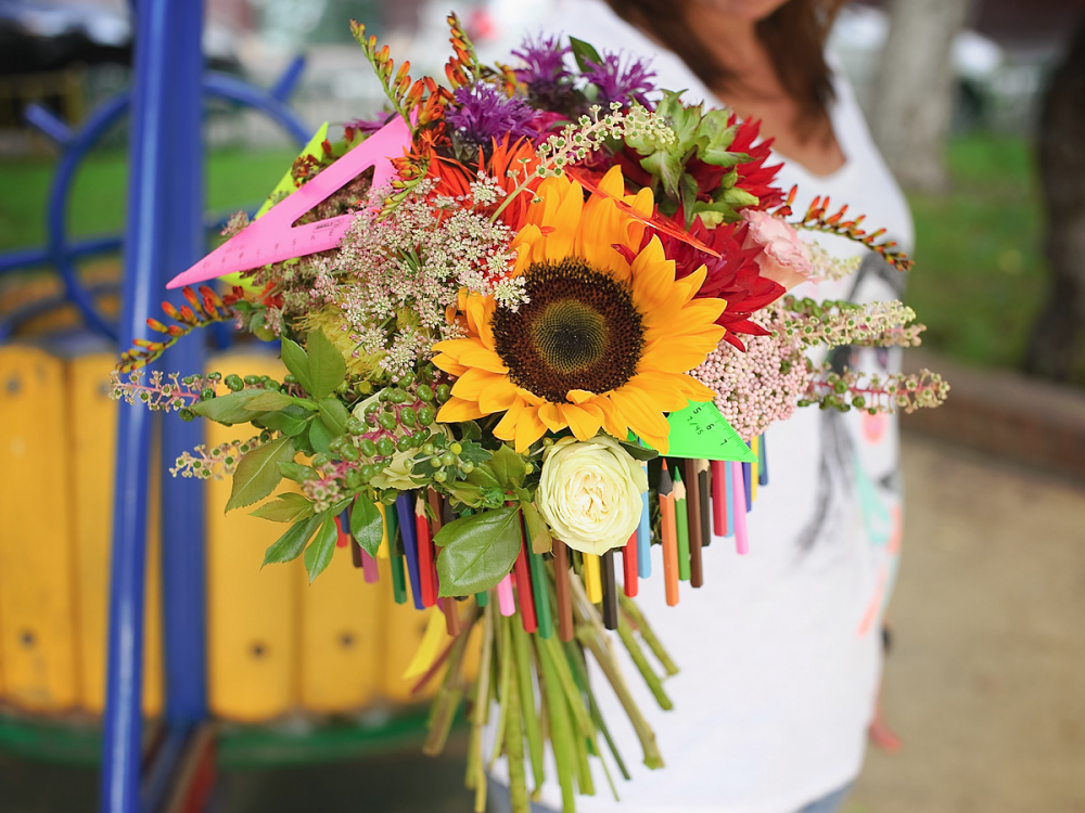 Сочетание цветов и разных канцелярских изделий