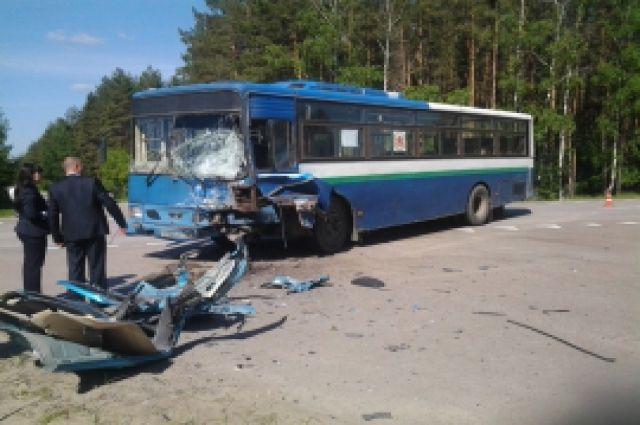 ВЛенобласти опрокинулся пассажирский автобус