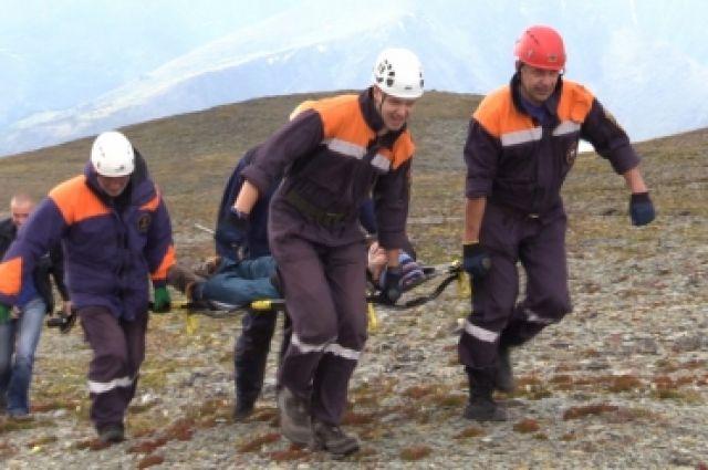 Через сутки спасатели узнали о ЧП в горах.
