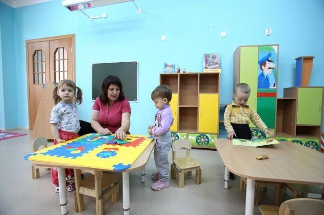 Многие выбирают детсады рядом с проживанием бабушки, которая будет забирать ребенка.