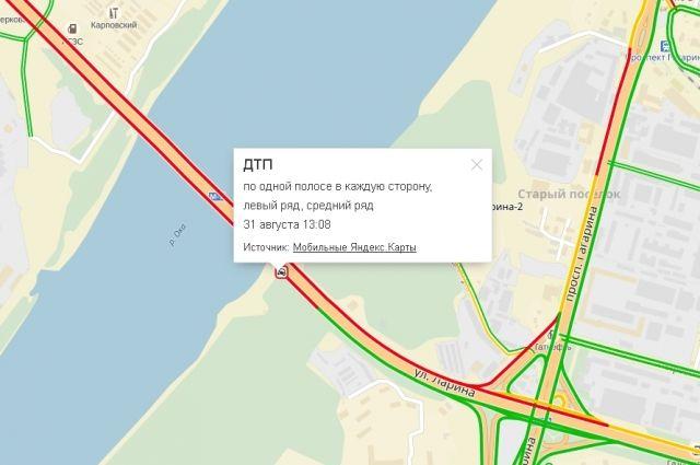 Автокран перевернулся наМызинском мосту вНижнем Новгороде днем 31августа