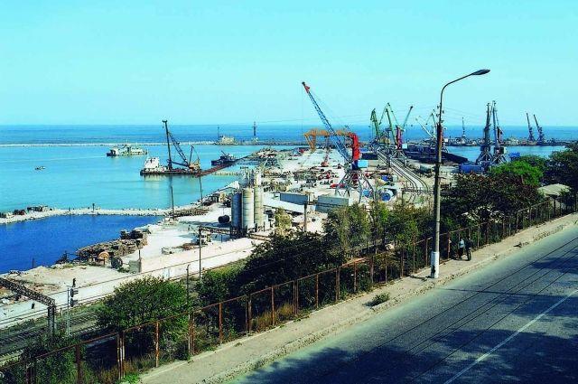 Суд обязал Махачкалинский порт выплатить 155,9 млн руб.