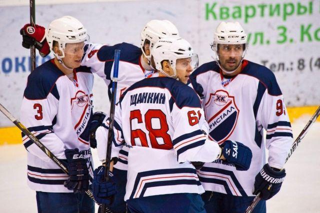 Хоккеисты красноярского «Сокола» подрались наплощадке ивырвали победу