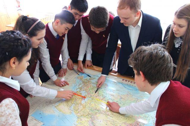 Алексей Уржумов всегда старается удивить учеников.