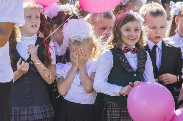 Не все дети в силах сдерживать на празднике «радость» от наступления учебного года.