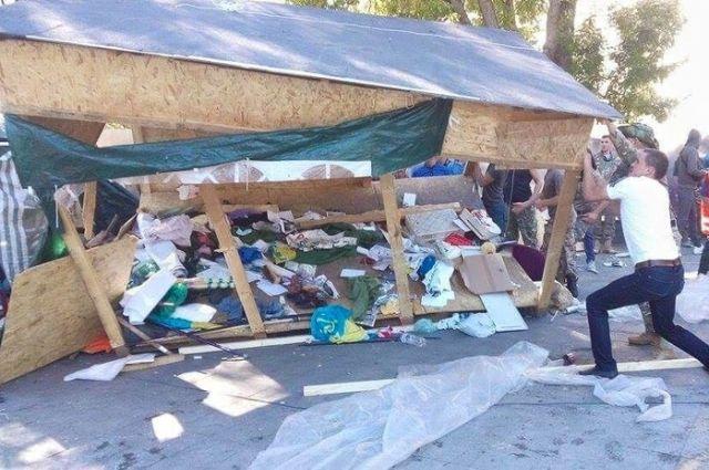 Автомайдан иСамооборона Майдана разогнали вОдессе антитрухановский Майдан