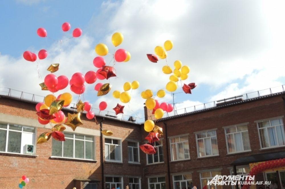 Воздушные шары в честь Дня знаний.