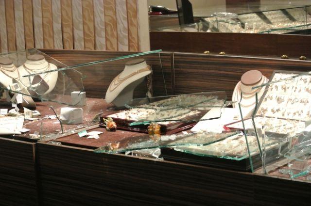 Гражданин Северодвинска пытался похитить украшений на1,8 млн руб.