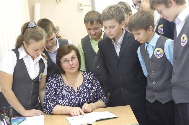 ВЮгре открыли 1-ый монумент учителю