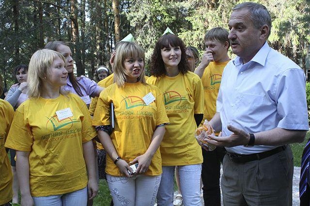 Владимир Быков с молодыми учителями.