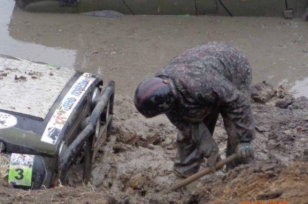 Бороться до последнего, пока есть силы. Даже если грязь по фары.