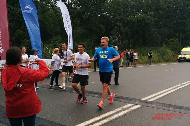 Пресс-секретарь президента Дмитрий Песков участвует в забеге.