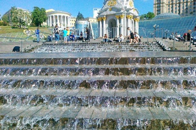 После капремонта запустили столичный каскадный фонтан