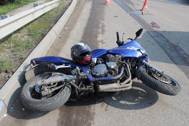 ВДТП намосту Александра Невского пострадал мотоциклист