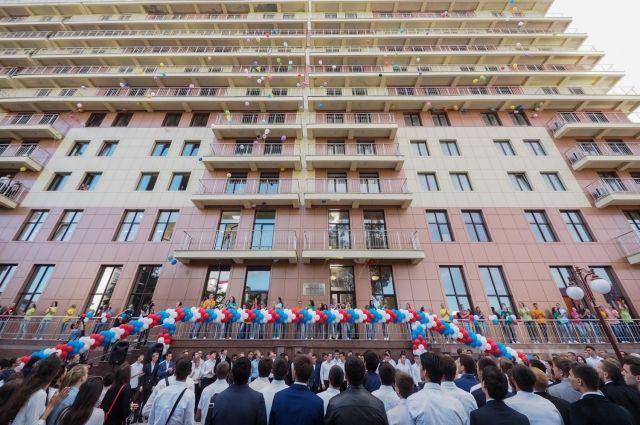 Губернатор Ставрополья Владимир Владимиров посетил открытие общежития для студентов