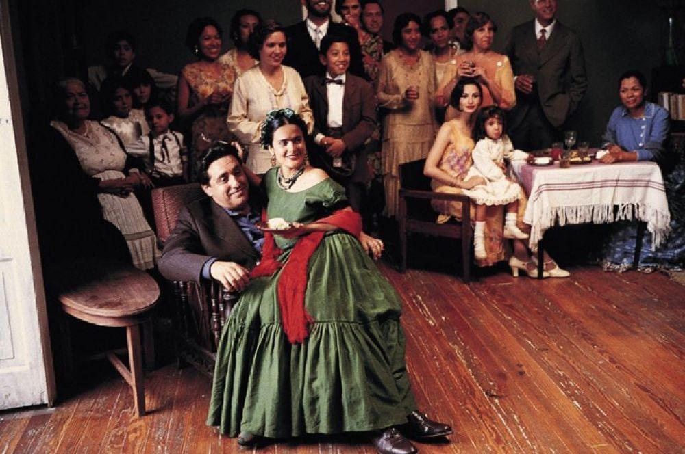 В 2002 году вышел фильм «Фрида», в котором Сальма была со-продюсером, а также исполнила главную роль мексиканской художницы, за которую была номинирована на «Оскар» как лучшая актриса.