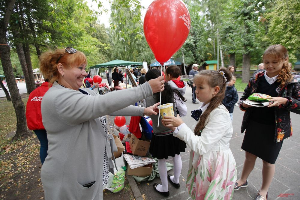За участие в конкурсах они получали не только воздушные шары, но вкусные призы.