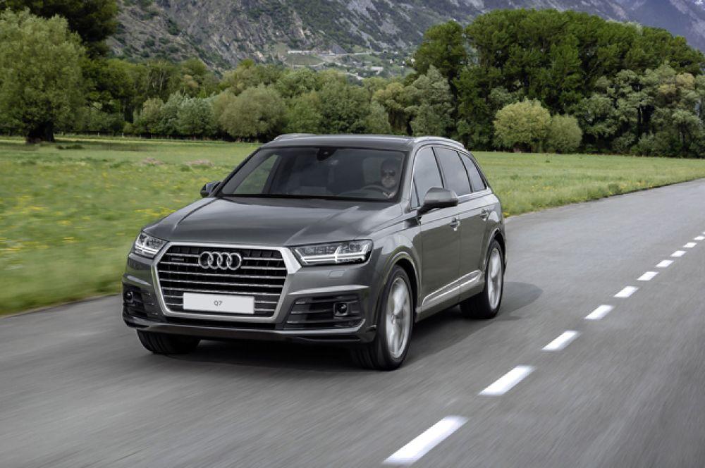 Список лидеров возглавляет Audi Q7, в России ее можно купить по цене от 3 665 000 рублей.