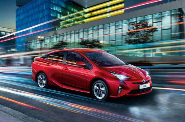 Toyota Prius, в России не продается, цена от $24 200 до $30 000.