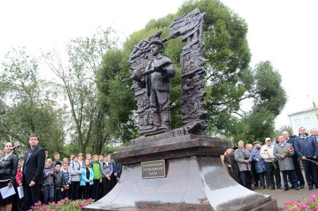 ВКирове открыли монумент труженикам тыла