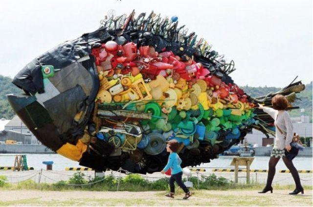 Заа год в Красноярске образуется около 400 тысяч тонн мусора, который можно превратить в шедевры.