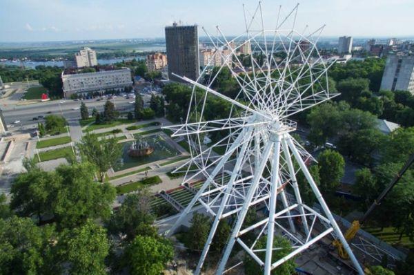 Кстати, с 2012 года вторым по величине «чёртовым колесом» в стране считался аттракцион имени 850-летия Москвы. А с момента открытия в 1996 году он целых три года был высочайшим в Европе.
