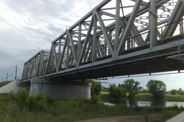 ВВоронеже девятнадцатилетний парень получил удар током нажелезнодорожном мосту