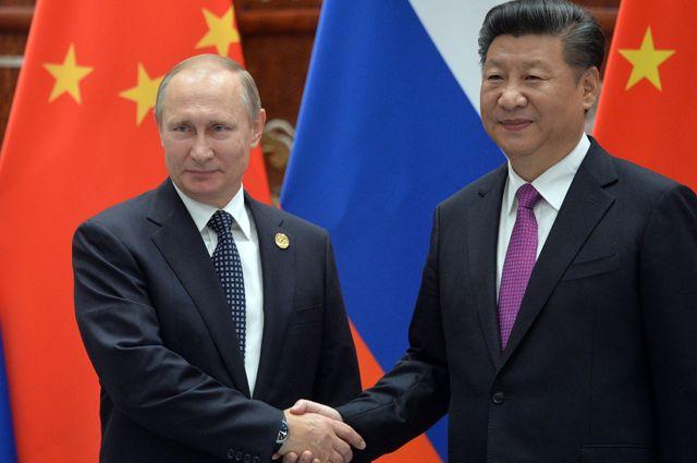 Президент РФ Владимир Путин и председатель КНР Си Цзиньпин во время встречи в Ханчжоу.