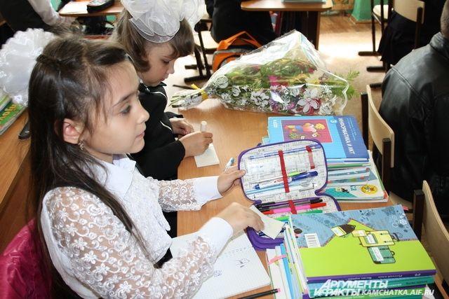 Канцелярские принадлежности о одежду омичи помогли собрать для тысячи детей.