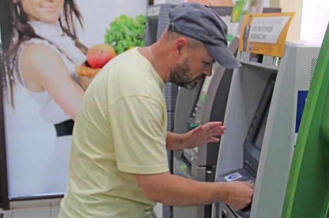 Экс-полицейсий похитил из банкомата свыше 800 тысяч рублей.
